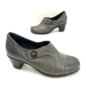 Earth origins greenish/gray ankle booties size 7.5